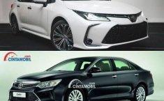 Komparasi Baru Atau Bekas: Pilihan Sedan Harga Rp 400 Jutaan, Toyota Corolla Altis V 2019 vs Toyota Camry V 2017