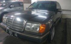 Jual mobil Mercedes-Benz E-Class 320E 1993 harga murah di DKI Jakarta