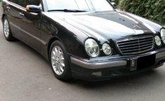 Mobil Mercedes-Benz E-Class E240 2001 terawat di DKI Jakarta