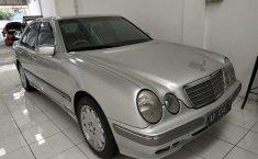 Jual cepat Mercedes-Benz 260E 2002 mobil bekas di DIY Yogyakarta