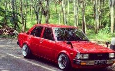 Mobil Toyota Corolla 1982 terbaik di Jawa Tengah