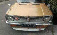 Mobil Toyota Corolla 1973 terbaik di Jawa Barat