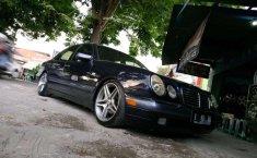 Jual mobil Mercedes-Benz E-Class E 230 1997 bekas, DIY Yogyakarta