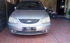 Mobil Kia Carens 2003 terbaik di Jawa Barat