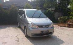 Mobil Nissan Serena 2010 terbaik di Jawa Barat