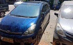 Mobil Toyota Wish 2004 terbaik di Jawa Timur