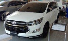 Jawa Timur, dijual mobil Toyota Venturer 2019 terbaik