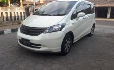 Jual mobil bekas Honda Freed SD 2009 dengan harga murah di DIY Yogyakarta