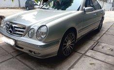 Jual mobil bekas murah Mercedes-Benz E-Class E 260 2002 di DKI Jakarta