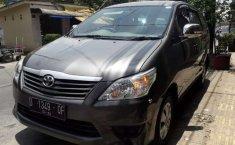 Mobil Toyota Kijang Innova 2012 J terbaik di Jawa Barat