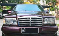 Mobil Mercedes-Benz 300E 1988 terbaik di Jawa Tengah