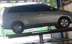Jawa Barat, Toyota Kijang Innova E 2005 kondisi terawat