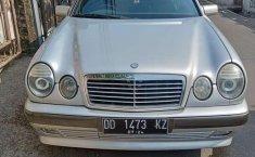 Jual mobil bekas murah Mercedes-Benz E-Class E 320 1997 di DKI Jakarta