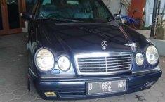 Mobil Mercedes-Benz E-Class 1997 E 320 terbaik di Jawa Barat