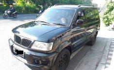 Jual mobil Mitsubishi Kuda Grandia 2004 terawat di Jawa Timur