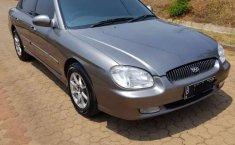 Jawa Barat, jual mobil Hyundai Sonata 2001 dengan harga terjangkau