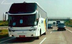 Trik Mendahului Bus yang Aman di Jalan Raya