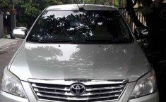 Jawa Timur, Toyota Kijang Innova J 2013 kondisi terawat