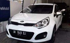 Mobil Kia Rio 2013 terbaik di Bali
