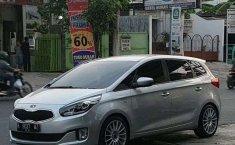 Dijual mobil bekas Kia Carens , Jawa Tengah