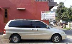 Mobil Kia Carnival 2000 terbaik di Jawa Timur