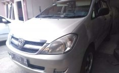 Jawa Barat, Toyota Kijang Innova E 2.0 2007 kondisi terawat