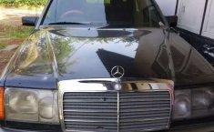 Sumatra Utara, Mercedes-Benz E-Class E 300 1989 kondisi terawat