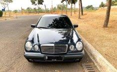 DKI Jakarta, Mercedes-Benz E-Class E 230 1997 kondisi terawat