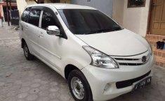Mobil Daihatsu Xenia 2014 M STD terbaik di Banten