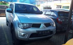Mobil Mitsubishi Triton 2010 terbaik di Sumatra Selatan