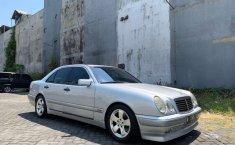 Jawa Timur, jual mobil Mercedes-Benz E-Class E 230 1997 dengan harga terjangkau
