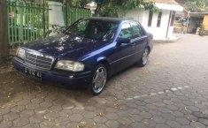 Mobil Mercedes-Benz C-Class 1994 C200 terbaik di Jawa Barat