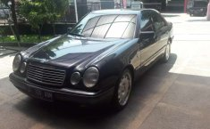 Mobil Mercedes-Benz E-Class 1997 E 230 terbaik di Jawa Barat