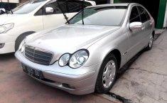 Jual mobil bekas Mercedes-Benz C-Class C200 2001 dengan harga murah di Sumatra Utara