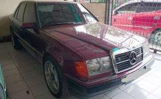 Jual mobil bekas murah Mercedes-Benz E-Class E 300 1989 di Sumatra Utara