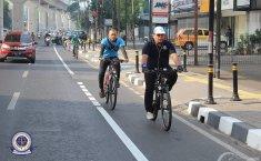 Jalur Sepeda Di Bahu Jalan, JDDC: Mending Di Trotoar