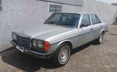Mobil Mercedes-Benz 200 1983 2.0 Manual terbaik di Jawa Barat