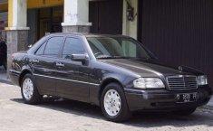 Mobil Mercedes-Benz C-Class 1995 C200 terbaik di Jawa Barat