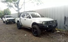 Mobil Mitsubishi Triton 2010 dijual, Jawa Barat
