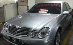 Jual mobil Mercedes-Benz E-Class 260 2004 terawat di DKI Jakarta