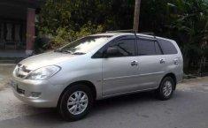 Jual mobil Toyota Kijang Innova V 2004 bekas, Riau