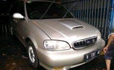 Kia Carnival 2000 Jawa Timur dijual dengan harga termurah