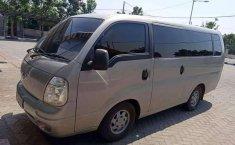 Mobil Kia Travello 2010 dijual, Jawa Timur