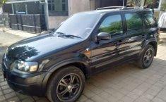 Mobil Ford Escape 2004 terbaik di Jawa Barat