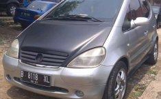 Mobil Mercedes-Benz A-Class 2001 A 140 terbaik di Jawa Barat