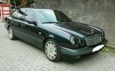 Jawa Tengah, dijual mobil Mercedes-Benz E-Class E 230 1997 bekas