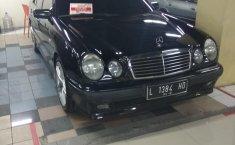 Jual mobil bekas murah Mercedes-Benz E-Class E 230 1998 di DKI Jakarta