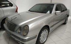 Jual mobil bekas Mercedes-Benz E-Class E260 2002 dengan harga murah di DIY Yogyakarta