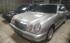 Jual mobil Mercedes-Benz 230E W123 2.3 AT 1996 harga murah di DKI Jakarta