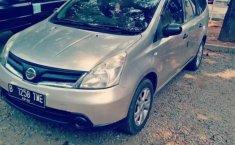 Mobil Nissan Grand Livina 2011 terbaik di Jawa Barat